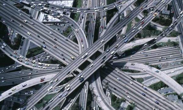 让人转晕的高架公路 考验你的路感